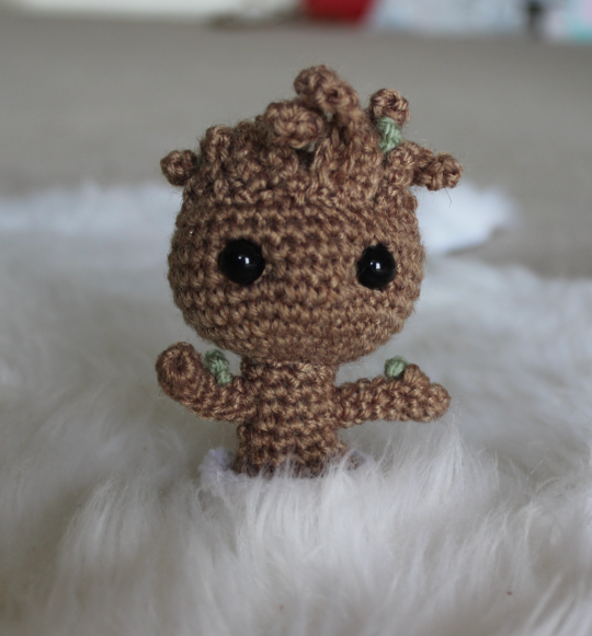 Crochet Potted Baby Groot Free Patterns | Padrões de flores de ... | 581x540